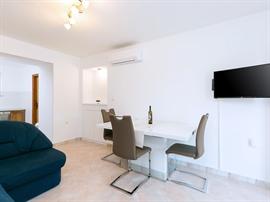 Apartments Ninas
